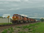 BNSF 4925 leads a 6 unit lashup on a WB manifest