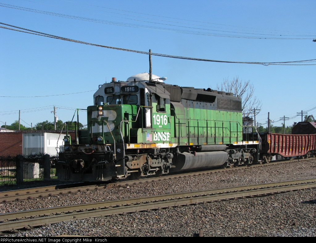 BNSF 1916 (SD40-2) - RR Picture Archives