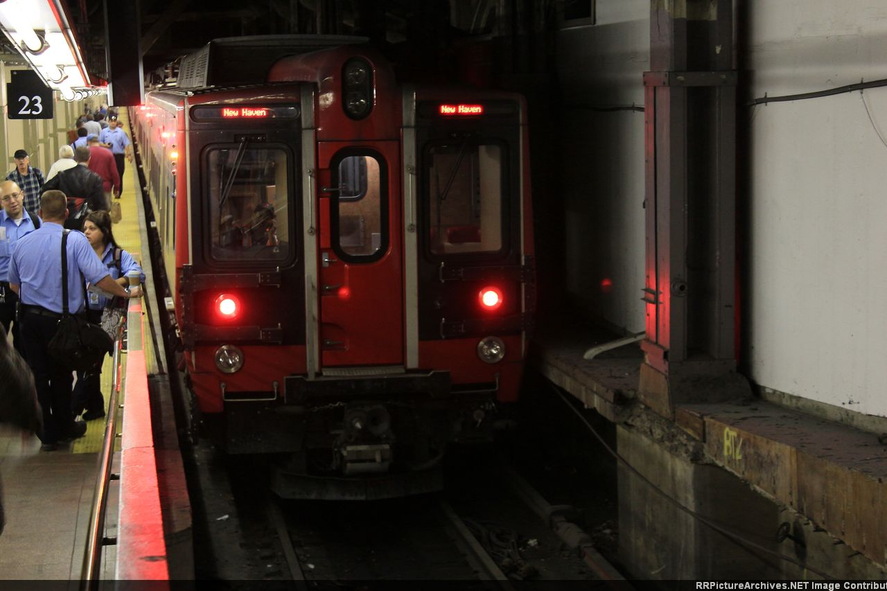 M8_9190_10_Cars_Train_65XX_GCT_Track_23.
